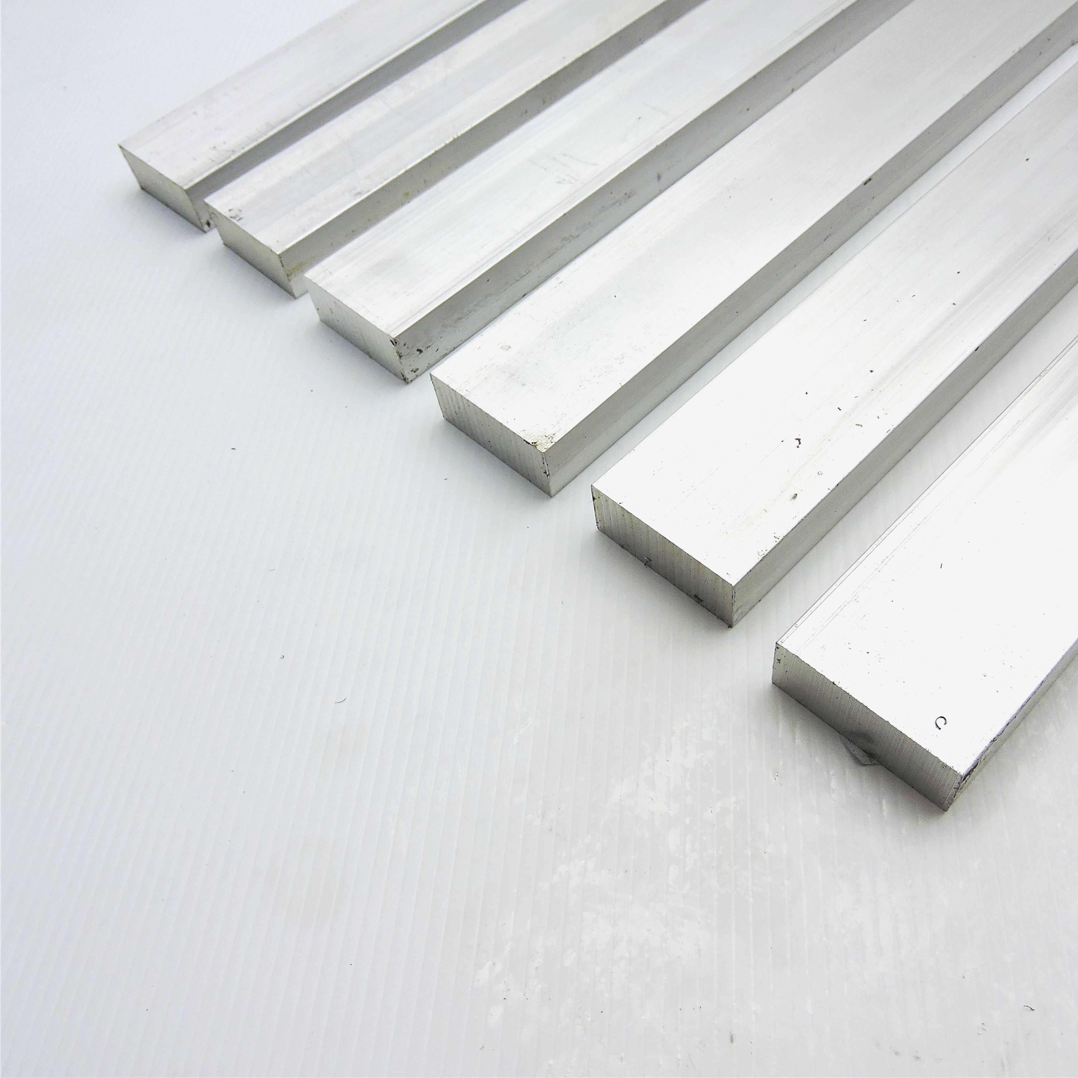 """4 Pieces 2/"""" X 2/"""" ALUMINUM SQUARE 6061 BAR 4.5/"""" long T6511 SOLID New Mill Stock"""
